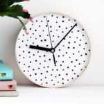 Как прикрепить стрелки к бумажным часам
